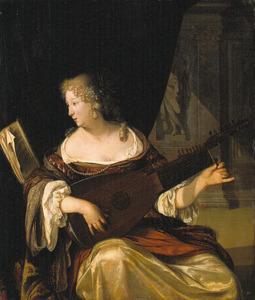 Jonge vrouw die een luit stemt