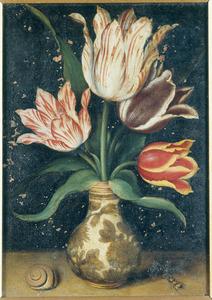 Tulpen in een porseleinen vaas