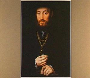 Portret van een man met een ring in zijn rechterhand