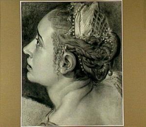 Hoofd van een jonge vrouw, kijkend naar links