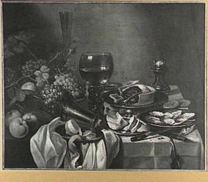 Stilleven met pastei, mand met vruchten en een schaal met oesters