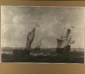 Oorlogschip en kleinere zeilschepen op een binnenwater