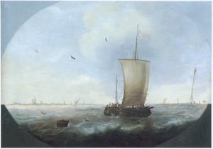 Zeilschepen op een woelige zee met een kust in het verschiet