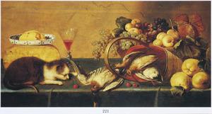 Stilleven met kaas, boter, gevogelte, vruchten en een jonge poes