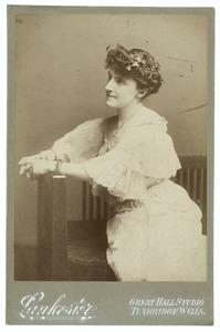 Portret van Violet Mary Crispe