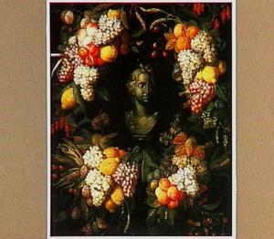 Gebeeldhouwde vrouwenbuste omkranst door vruchtentrossen