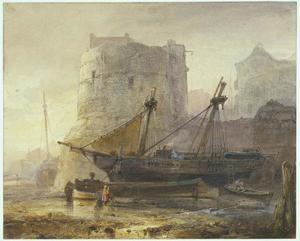 Schepen bij laag water in een Franse haven