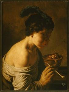 Jonge man met pijp blazend in een komfoor met kooltjes