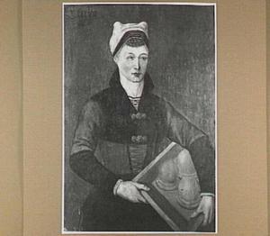 Portret van een vrouw in streekkostuum met een bak met pasteitjes