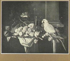 Vruchtenstilleven op een tafel, rechts een papegaai