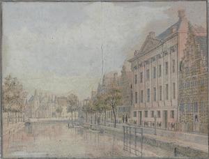 Kloveniersburgwal met op de achtergrond de Waag te Amsterdam
