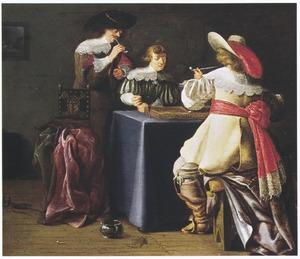 Drie mannen rondom een triktrakbord