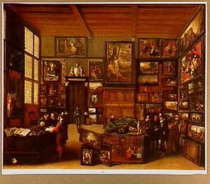 Kunstliefhebbers in een kunstkabinet