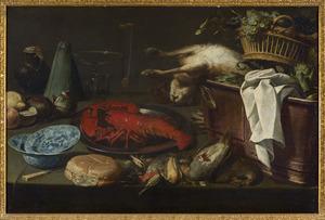 Stilleven met jachtbuit, fruit, groenten en een kreeft op een gedekte tafel