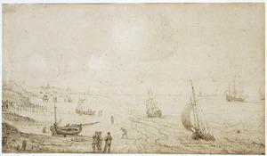 Strand bij Scheveningen met figuren en zeilboten