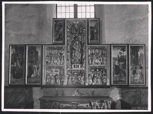De tempelgang van Maria, het huwelijk van Maria en Jozef (binnenzijde linkerluik); De annunciatie (binnenzijde linker bovenluik); De geboorte, de besnijdenis, de Boom van Jesse, de Madonna in Mandorla, de presentatie in de tempel, de aanbidding der Wijzen (middendeel); De visitatie (binnenzijde rechter bovenluik); De vlucht naar Egypte, de kindermoord (binnenzijde rechterluik)