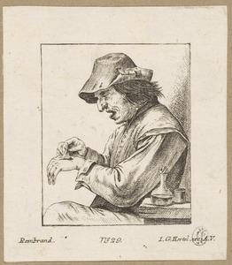 Man die een pleister van zijn rechterhand trekt