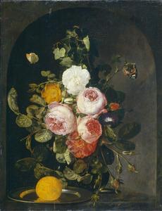 Festoen van bloemen in een nis