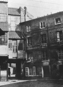 Binnenplaats van het ateliergebouw aan de Rue du Départ, waar Piet Mondriaan een ruimte huurde