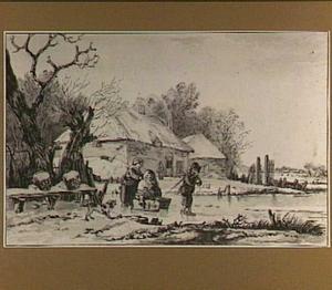 Twee figuren met een duwslee op het ijs, bij een boerderij