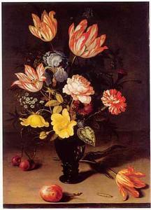 Bloemen in een roemer, met een tulp en vruchten op een stenen tafel