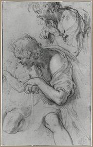 Torso en kop van een man leunend op een stok, en twee benen