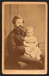 Portret van Isaak Capadose (1834-1920) met een kind op schoot