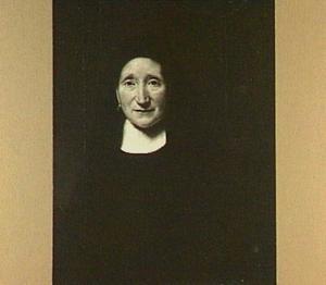 Portret van een onbekende vrouw, gekleed in zwarte kap en witte kraag