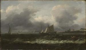 Schepen op een binnenwater met rechts op de voorgrond twee vissers in een roeibootje