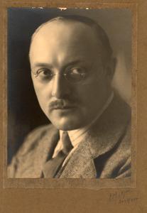 Portret van de beeldhouwer Pieter Biesiot (1890-1980)
