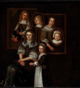 Dubbelportret van een jonge vrouw en een meisje met vier portretten in de achtergrond