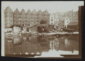 Gezicht op de Eilandsgracht te Amsterdam