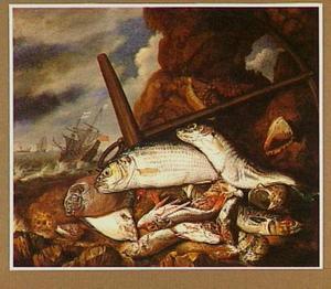 Visstilleven op een rots, links een doorkijk naar schepen op zee