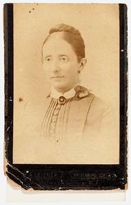 Portret van Elisabeth Clasina Momma (1841-1892)
