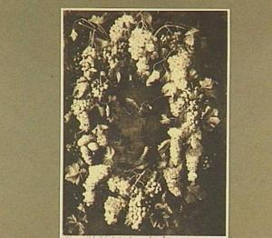 Krans van druiven om een voorstelling van twee vogels