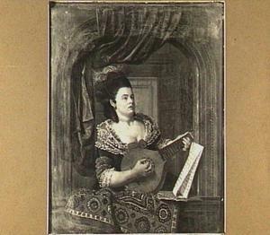 Citer spelende vrouw in een vensternis