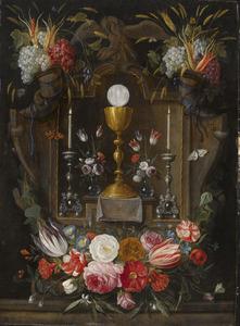 Druiven en bloemen rond een miskelk
