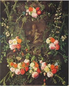 Gebeeldhouwde cartouche versierd met bloemen met de maagd Maria, het Christuskind en twee engelen