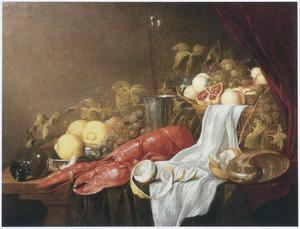 Stilleven met kreeft, vruchten en glaswerk