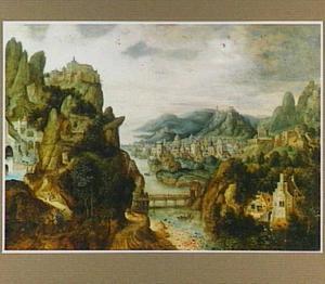 Panoramisch rivierlandschap met de Emmaüsgangers