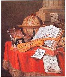Vanitasstilleven met muziekinstrumenten, een kistje met juwelen en boeken op een gedekte tafel