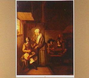 Herberginterieur met rokende man en drinkende vrouw; kaartspelers in de achtergrond