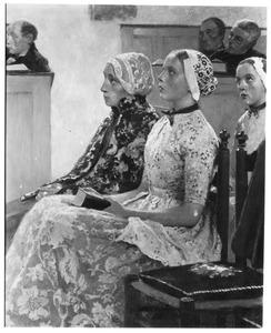 Hollandse meisjes in de kerk