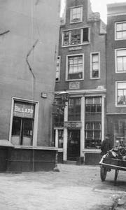 Gezicht op de Nieuwezijdse Kolk te Amsterdam