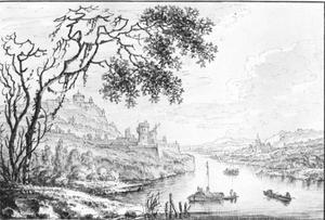 Rijnlandschap met bedrijvigheid en gezicht op een stadje en een groot fort aan het water