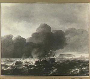 Schip dat vergaat in een storm voor de kust