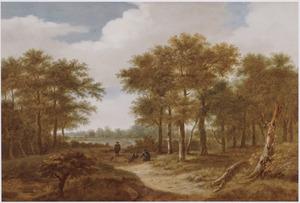 Boslandschap met rustende reizigers op een landweg