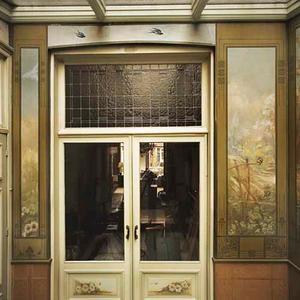 Dubbele glazen deur met geschilderde fragmenten aan weerszijden