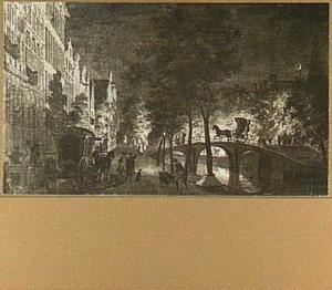 Amsterdam, de Keizersgracht ter hoogte van de Leliegracht tijdens de zonsverduistering van 15 juli 1748, achter de brug een Sint Maartensvuur