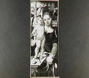 Maria met het kind dat een slang vertrapt; in de achtergrond de annunciatie